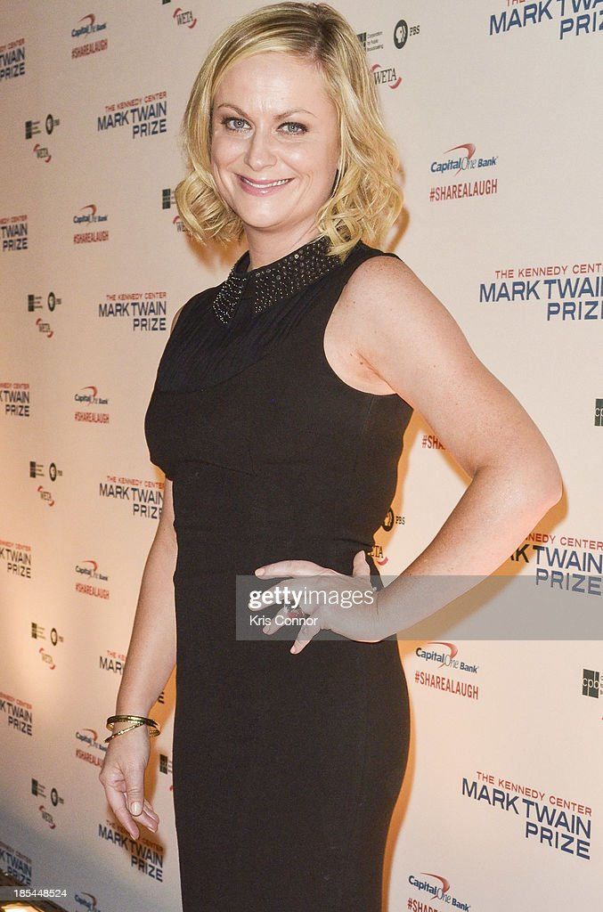 <a gi-track='captionPersonalityLinkClicked' href=/galleries/search?phrase=Amy+Poehler&family=editorial&specificpeople=228430 ng-click='$event.stopPropagation()'>Amy Poehler</a> poses on the red carpet during The 16th Annual Mark Twain Prize For American Humor at John F. Kennedy Center for the Performing Arts on October 20, 2013 in Washington, DC.