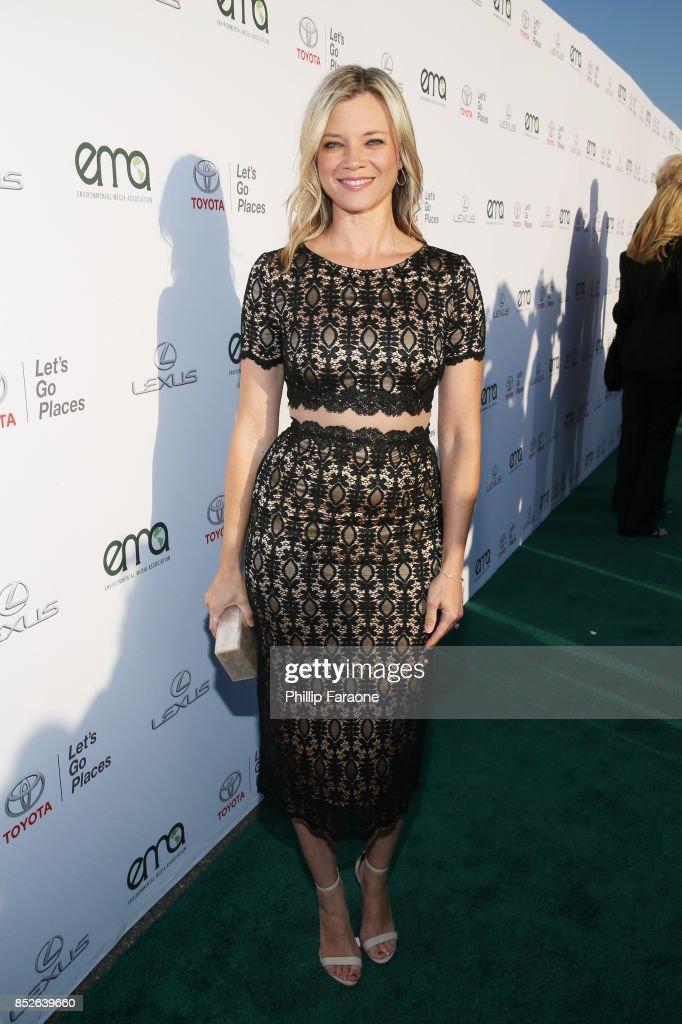 Amy Smart at the Environmental Media Association's 27th Annual EMA Awards at Barkar Hangar on September 23, 2017 in Santa Monica, California.