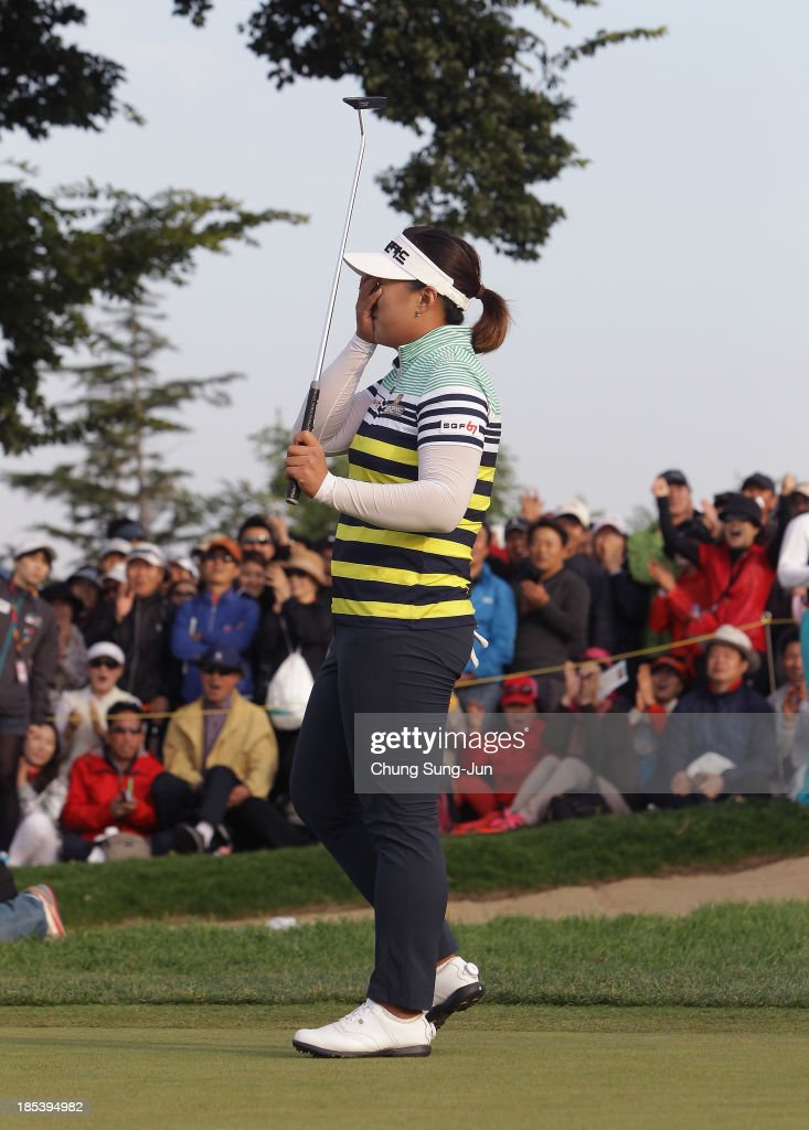 <a gi-track='captionPersonalityLinkClicked' href=/galleries/search?phrase=Amy+Yang+-+Golfer&family=editorial&specificpeople=739014 ng-click='$event.stopPropagation()'>Amy Yang</a> of South Korea celebrates after sinking the winning putt on the 18th hole during the final round of the LPGA KEB-HanaBank Championship at Sky 72 Golf Club Ocean Course on October 20, 2013 in Incheon, South Korea.