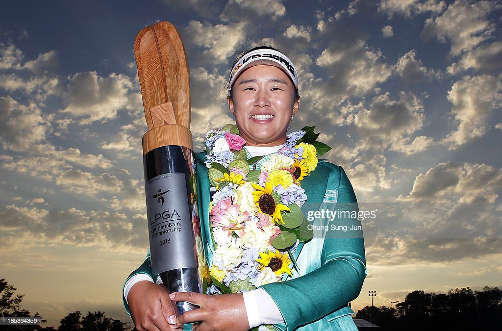 <a gi-track='captionPersonalityLinkClicked' href=/galleries/search?phrase=Amy+Yang&family=editorial&specificpeople=739014 ng-click='$event.stopPropagation()'>Amy Yang</a> of South Korea lifts the winners trophy during a ceremony following the LPGA KEB-HanaBank Championship at Sky 72 Golf Club Ocean Course on October 20, 2013 in Incheon, South Korea.