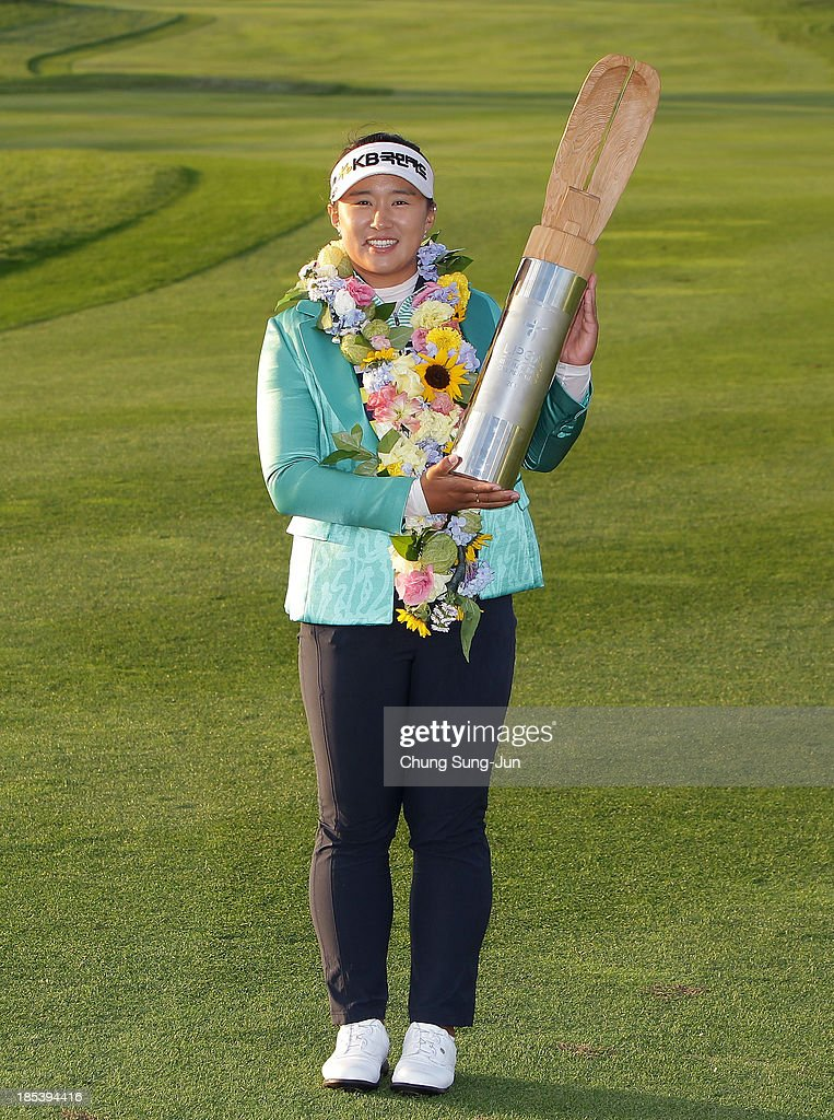 <a gi-track='captionPersonalityLinkClicked' href=/galleries/search?phrase=Amy+Yang+-+Golfer&family=editorial&specificpeople=739014 ng-click='$event.stopPropagation()'>Amy Yang</a> of South Korea lifts the winners trophy during a ceremony following the LPGA KEB-HanaBank Championship at Sky 72 Golf Club Ocean Course on October 20, 2013 in Incheon, South Korea.