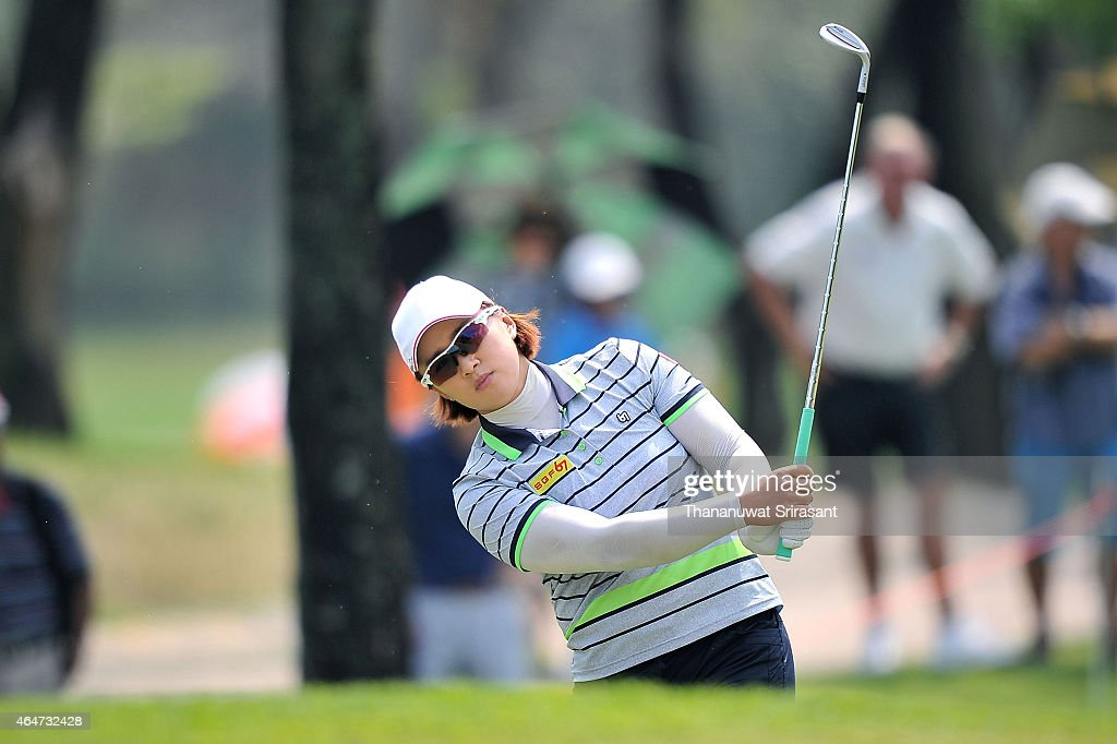 <a gi-track='captionPersonalityLinkClicked' href=/galleries/search?phrase=Amy+Yang&family=editorial&specificpeople=739014 ng-click='$event.stopPropagation()'>Amy Yang</a> of South Korea plays the shot during day three of the 2015 LPGA Thailand at Siam Country Club on February 28, 2015 in Chon Buri, Thailand.