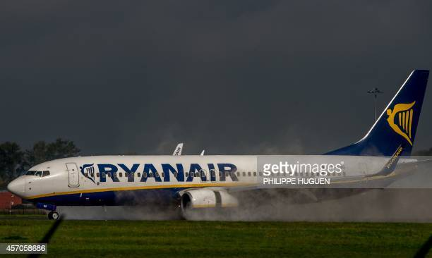 An 737 Boeing plane of the Ryanair company lands on October 11 2014 at the LilleLesquin airport northern France AFP PHOTO / PHILIPPE HUGUEN
