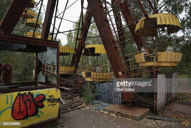 An abandoned ticket booth and ferris wheel stand on September 29 2015 in Pripyat Ukraine Pripyat lies only a few kilometers from the former Chernobyl...