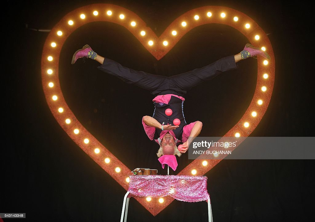 An acrobat performs on day five of the Glastonbury Festival of Music and Performing Arts on Worthy Farm near the village of Pilton in Somerset, South West England on June 26, 2016. / AFP / Andy Buchanan