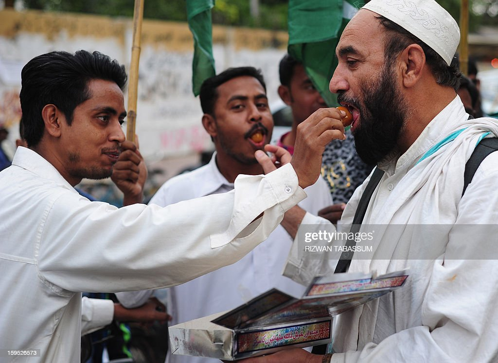 An activist of Pasban Pakistan distributes sweets in support of a Supreme Court decision to arrest the prime minister at a rally in Karachi on January 15, 2013. Pakistan's top judge Tuesday ordered the arrest of the prime minister over corruption allegations, worsening political turmoil as protesters massed in Islamabad demanded the dissolution of parliament. AFP PHOTO/Rizwan TABASSUM