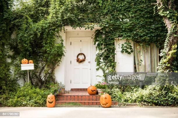 ハロウィーンの日に装飾品が飾られています。