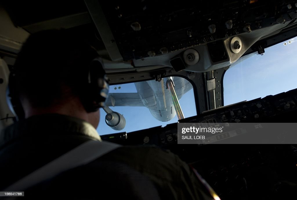An aerial refueling tanker mates with a Boeing E4-B airplane carrying US Secretary of Defense Leon Panetta for a midair refuel as seen from the cockpit in flight over Alaska on November 16, 2012, en route to San Francisco, California. Panetta is returning from a 6-day trip to Hawaii, Australia, Thailand and Cambodia. AFP PHOTO / POOL / Saul LOEB