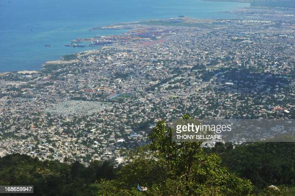 Port au prince stock photos and pictures getty images for Hopital canape vert haiti