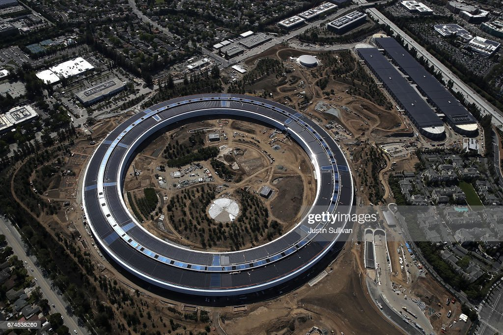 Apple's New HQ Nears Completion The innovative 'spaceship' design, by architect Lord Norman Foster, has