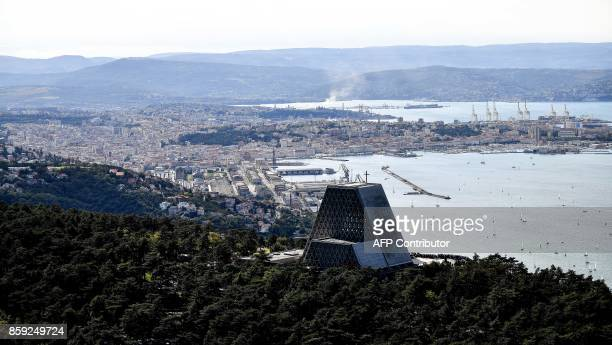An aerial view of the northeastern city of Trieste along the Adriatic Sea on October 8 2017 / AFP PHOTO / Alberto PIZZOLI