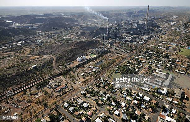 An aerial view shows the township of Mount Isa and the mining operations at Xstrata Plc's Mt Isa mine in Queensland Australia on Tuesday Sept 15 2009...