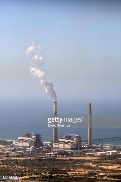 An aerial view taken March 12 2008 shows the power station of the southern Israeli city of Ashkelon In recent weeks over a dozen Iranianmade Gradtype...