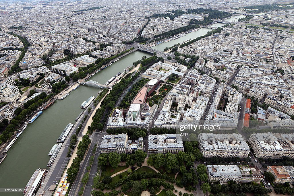 An aerial view taken on July 4, 2013 shows the River Seine and the Quai Branly museum (C) in Paris.