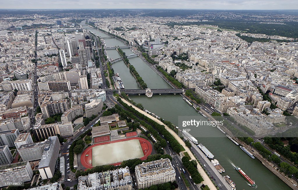 An aerial view taken on July 4, 2013 shows the River Seine in Paris. AFP PHOTO / THOMAS SAMSON