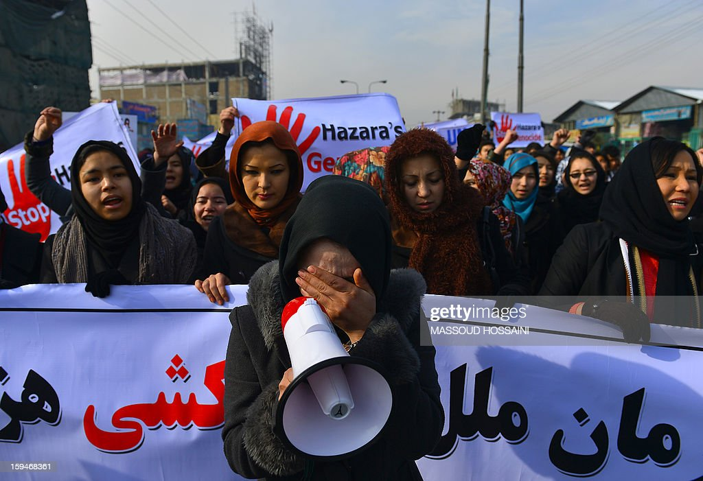 An Afghan Hazara woman (C) cries as she shouts slogans to condemn the killing of Hazaras in Quetta city of Pakistan during a demonstration in Kabul on January 14, 2013. Several hundreds of Hazara men and women participated in a demonstration to condemn the twin suicide attacks in Pakistan which killed 92 people in the southwestern city of Quetta on January 10. AFP PHOTO / Massoud HOSSAINI