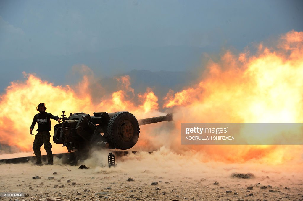 An Afghan National Army soldier fires an artillery shell during ongoing clashes between Afghan security forces and suspected Islamic State (IS) militants in Kot District in eastern Nangarhar province on June 26, 2016. Afghan security forces launched a joint operation after Islamic State (IS) fighters beheaded dozen civilians including children and local police in the Kot district of eastern Nangarhar province. At least 190 armed militants and seven security personnel have been killed in fighting, the spokesman for the governor of Nangarhar province Attaullah Khogyani said. / AFP / NOORULLAH