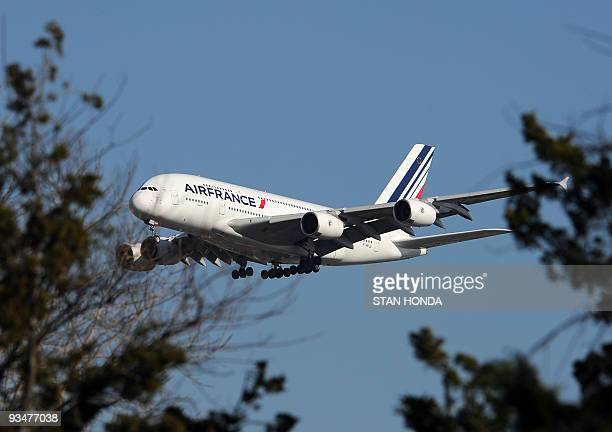 An Air France Airbus A380 plane makes it approach to John F Kennedy International Airport November 20 2009 in New York for the first A380 Superjumbo...
