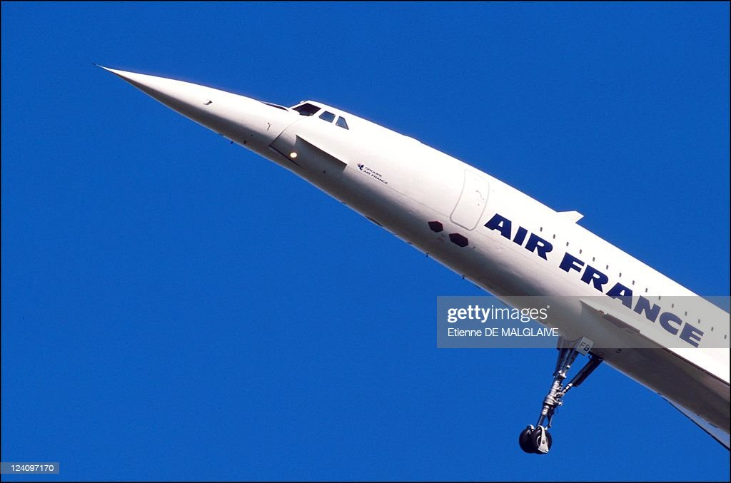 An Air France Concorde takes off on its first flight with passengers since the crash of Concorde Flight 4590, Chateauroux, France, September 11, 2001. All the passengers were BA employees. The plane landed in New York shortly before the World Trade Center attacks in the United States.
