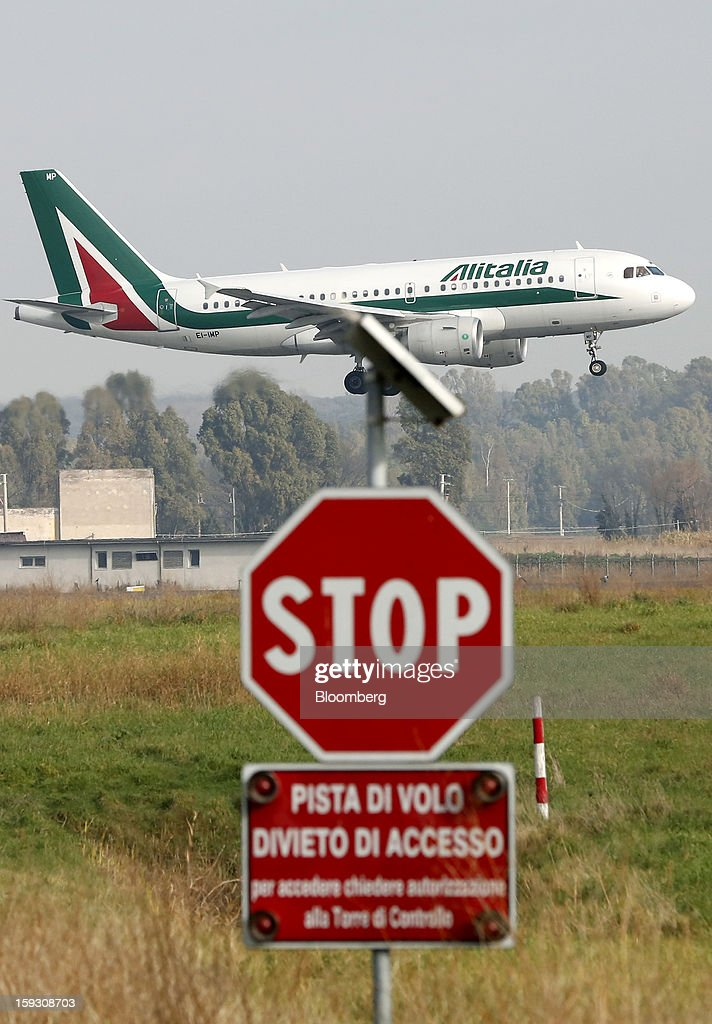 An Airbus A319-111 aircraft, operated by Alitalia SpA, prepares to land at Fiumicino airport in Rome, Italy, on Friday, Jan. 11, 2013. Former Italian Prime Minister Silvio Berlusconi's economic adviser said the European debt crisis has left his country's companies vulnerable to takeovers by foreign rivals and urged the government to prepare defences. Photographer: Alessia Pierdomenico/Bloomberg via Getty Images