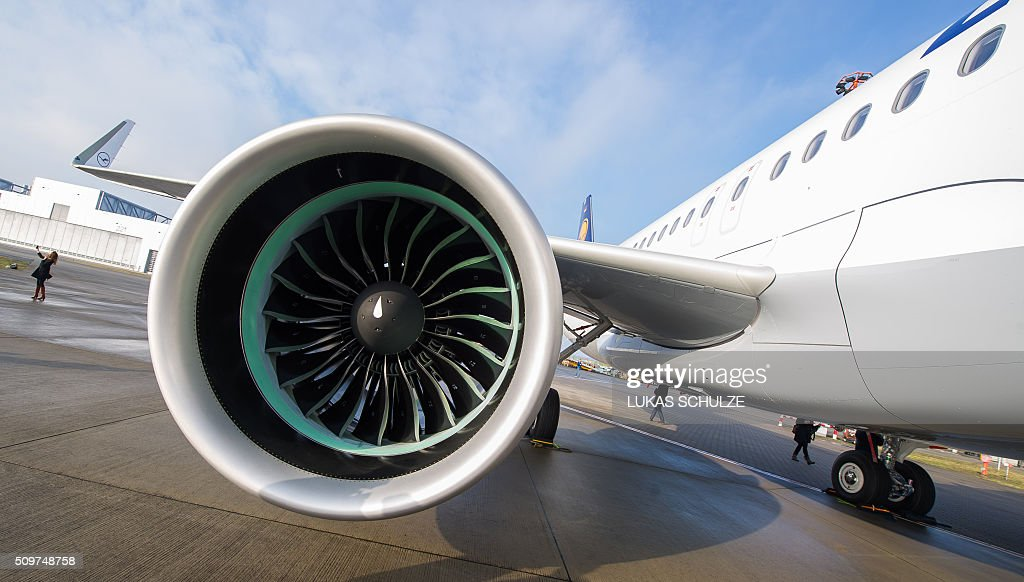 An Airbus A320neo plane with the logo of German airline Lufthansa stands on the factory site of Airbus on February 12, 2016 in Hamburg, northern Germany. The first Airbus A320neo plane was delivererd to German airline Lufthansa. / AFP / dpa / Lukas Schulze / Germany OUT