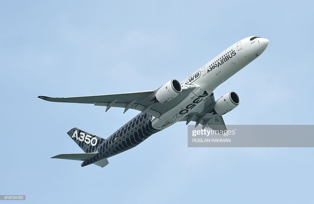 An Airbus A350 XWB flies past during a preview at the Singapore Airshow at Changi exhibition center in Singapore on February 14, 2016. The Singapore Airshow 2016 begins on February 16 to 21. AFP PHOTO / ROSLAN RAHMAN / AFP / ROSLAN RAHMAN
