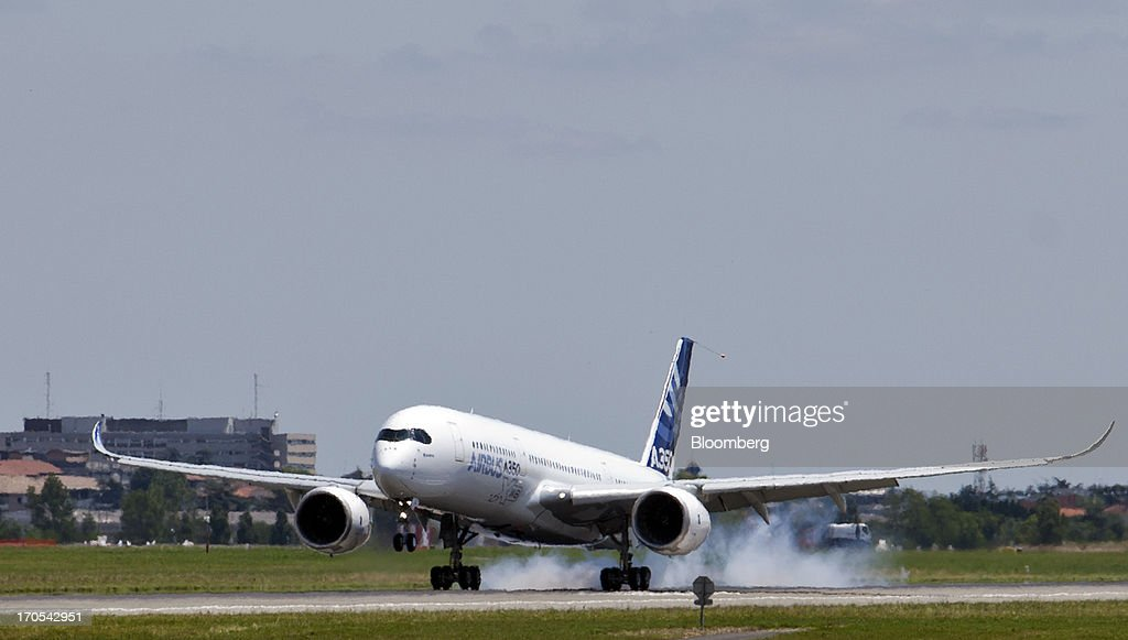 An Airbus SAS A350, produced by a unit of European Aeronautic, Defence & Space Co. (EADS), lands after its first flight in Toulouse, France, on Friday, June 14, 2013. Airbus SAS's new A350 wide-body returned from its maiden flight after a four-hour airborne test of the long-range airliner, in a show of confidence that the jet can enter service in late 2014 and challenge Boeing Co. Photographer: Balint Porneczi/Bloomberg via Getty Images