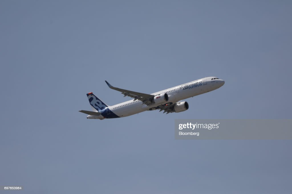 An Airbus SE A321 Neo passenger aircraft performs a flying display at the 53rd International Paris Air Show at Le Bourget, in Paris, France, on Monday, June 19, 2017. The show is the world's largest aviation and space industry exhibition and runs from June 19-25. Photographer: Chris Ratcliffe/Bloomberg via Getty Images