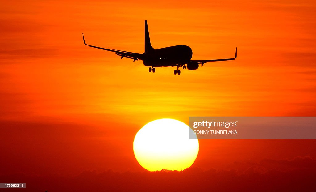 An aircraft prepares to land at the International Ngurah Rai Airport on Indonesia's popular tourist island of Bali August 11, 2013. Indonesian growth slipped below six percent last quarter as exports and investment fell in Southeast Asia's top economy due to global weakness. AFP PHOT/SONNY TUMBELAKA