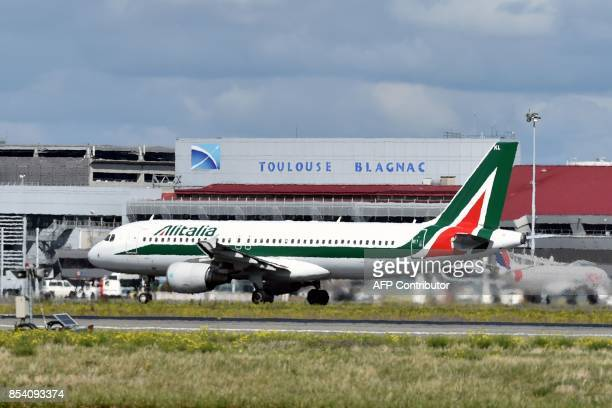 An Alitalia Airbus A320 readies takes off on September 26 2017 from ToulouseBlagnac airport in southwestern France / AFP PHOTO / PASCAL PAVANI