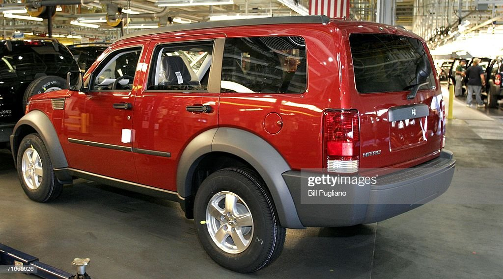 Photos et images de dodge begins production of nitro a mid size an all new 2007 dodge nitro is seen after coming off the assembly line at the sciox Image collections