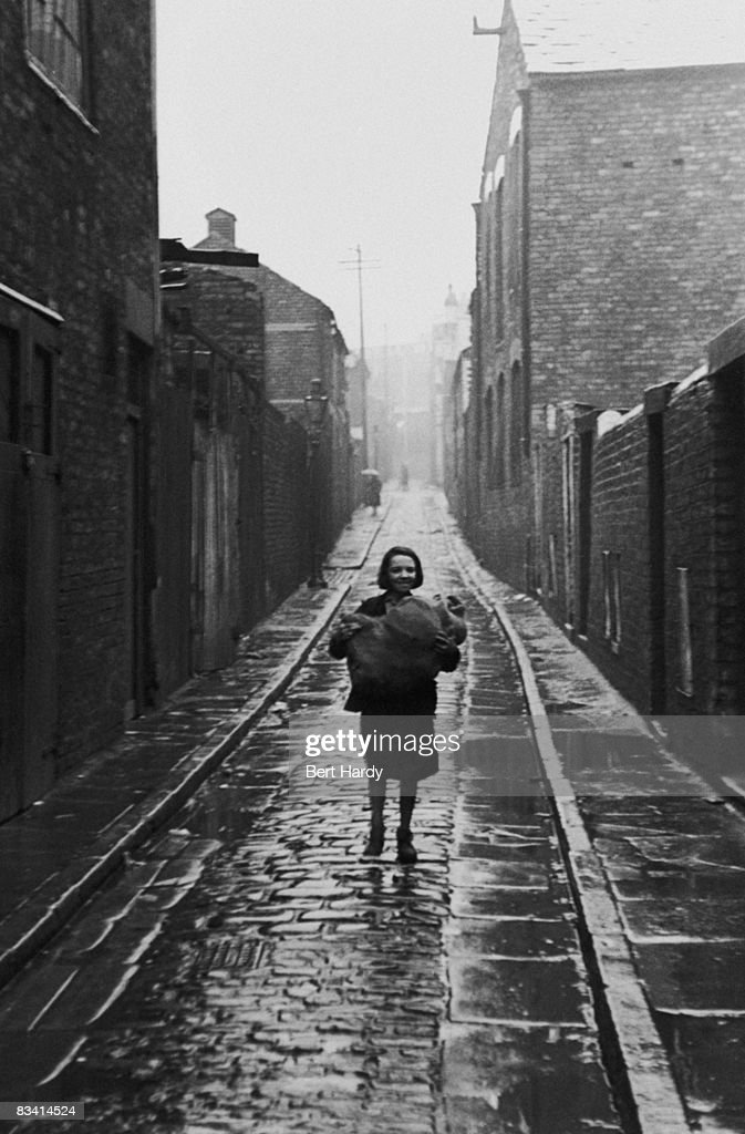 An alley off Scotland Road in Liverpool, circa 1940. Original Publication : Picture Post - 356 - Liverpool - unpub.