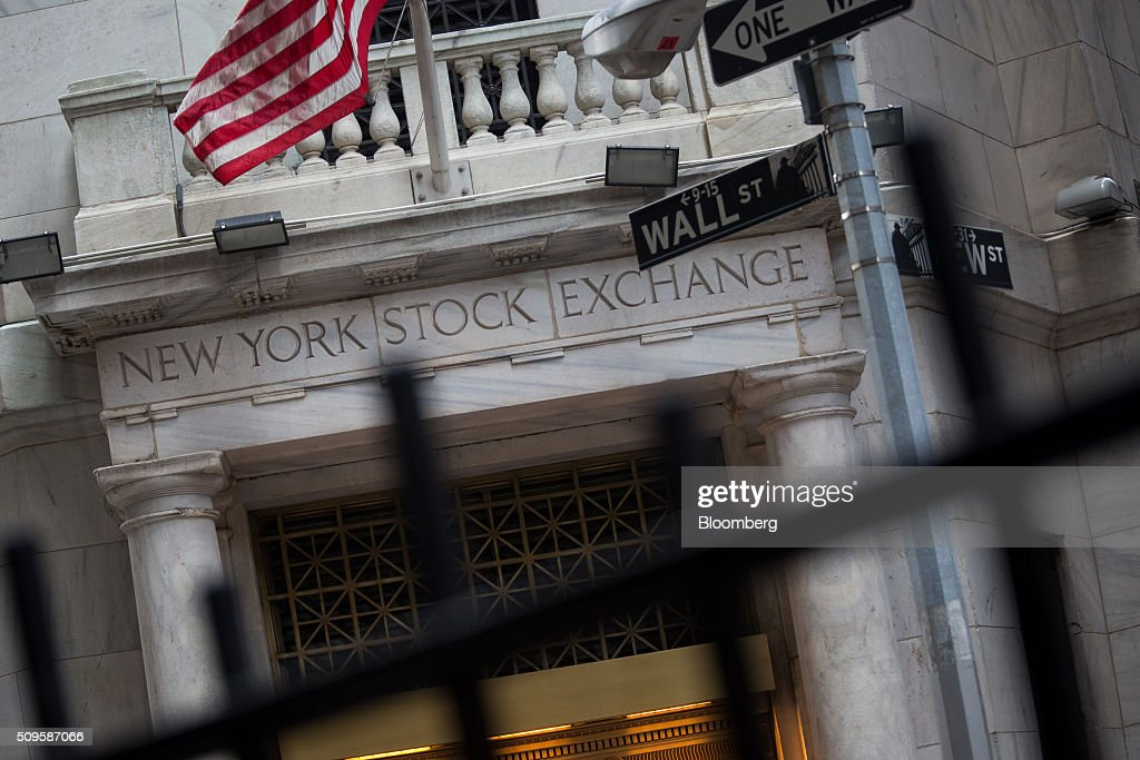 An American flag flies outside of the New York Stock Exchange (NYSE) in New York, U.S., on Thursday, Feb. 11, 2016. Global equities tumbled toward a bear market, with the Dow Jones Industrial Average plunging to 400 points, as financial markets signaled that investors have lost faith in central banks' ability to support the worldwide economy. Photographer: Michael Nagle/Bloomberg via Getty Images