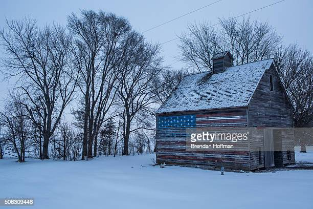 An American flag is painted on the side of a barn on January 22 2016 outside Webster City Iowa The Democratic and Republican Iowa Caucuses the first...