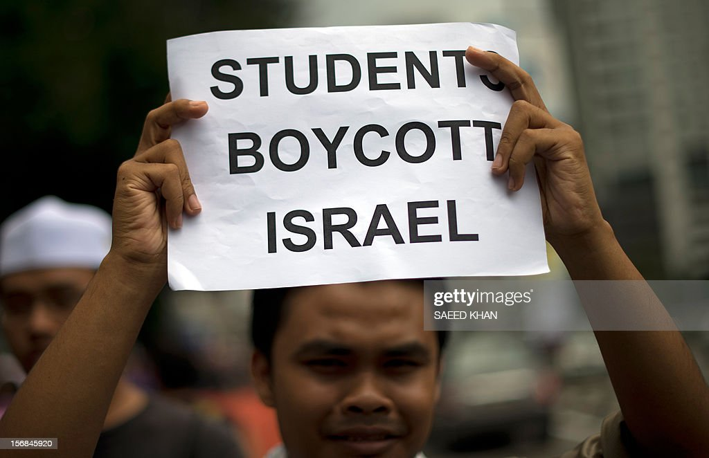 An anti-Israel protester holds up a placard as a group marches towards the US embassy during a protest in Kuala Lumpur on November 23, 2012. Dozens of students after offering their Friday prayers marched towards the US embassy while holding placards and banners to condemn Israel military aggression in Gaza and demanded the US be sincere in its efforts in the crisis. AFP PHOTO / Saeed KHAN