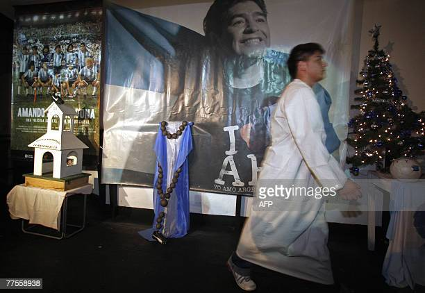 An 'apostle' of the 'Maradonian ChurchThe Hand of God' gives the last touches shortly before midnight 29 October 2007 in Parque Leloir outskirts of...