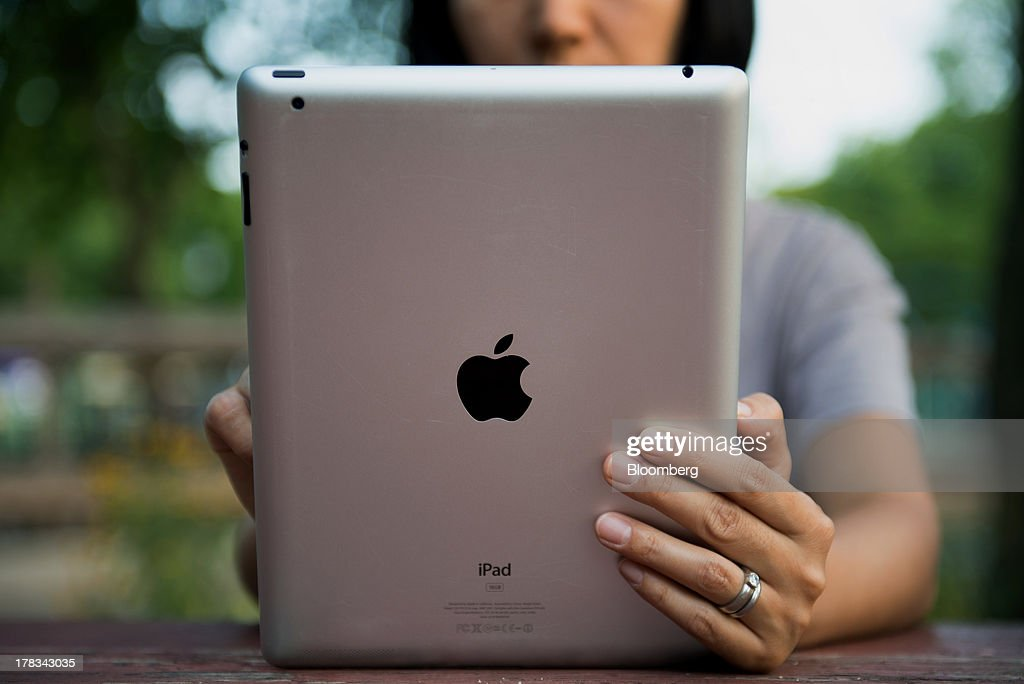 An Apple Inc. iPad is displayed for a photograph in the Brooklyn borough of New York, U.S., on Tuesday, Aug. 27, 2013. Apple Inc. plans to roll out an iPhone trade-in program in certain stores Aug. 30 and more broadly in September, according to 9to5Mac. Photographer: Craig Warga/Bloomberg via Getty Images