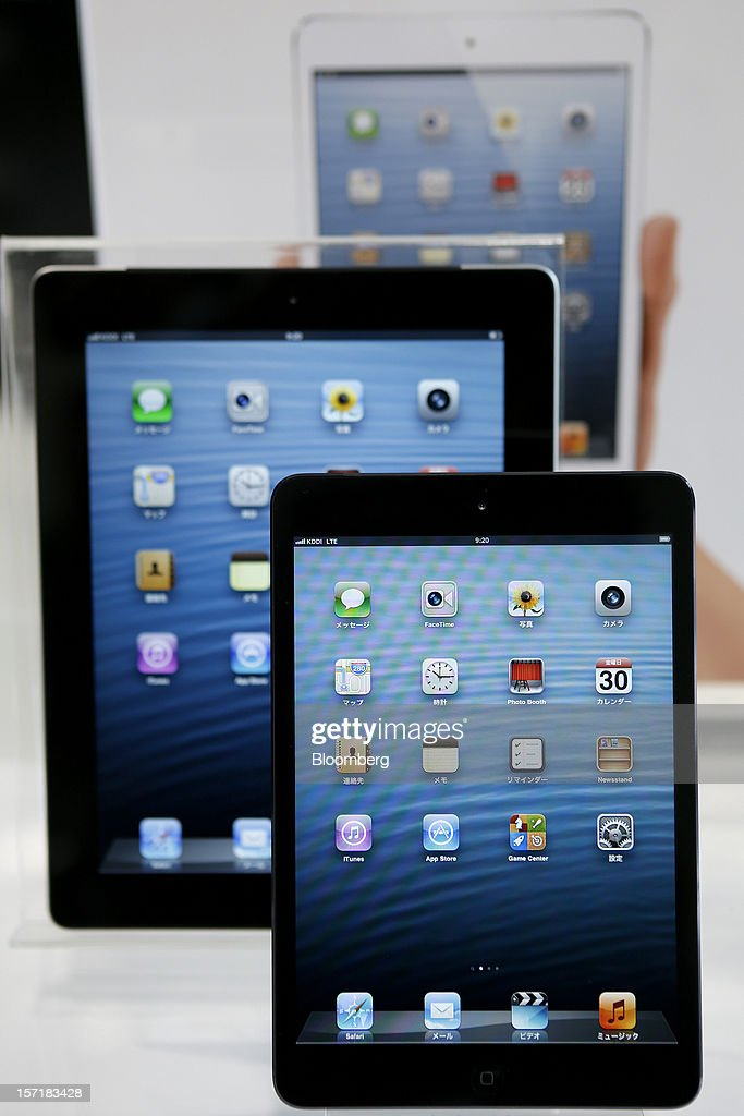 An Apple Inc. iPad Mini, front, and iPad are arranged for a photograph at a KDDI Corp. store in Tokyo, Japan, on Friday, Nov. 30, 2012. The iPad Mini went on sale at KDDI and Softbank Corp. stores in Japan today. Photographer: Kiyoshi Ota/Bloomberg via Getty Images