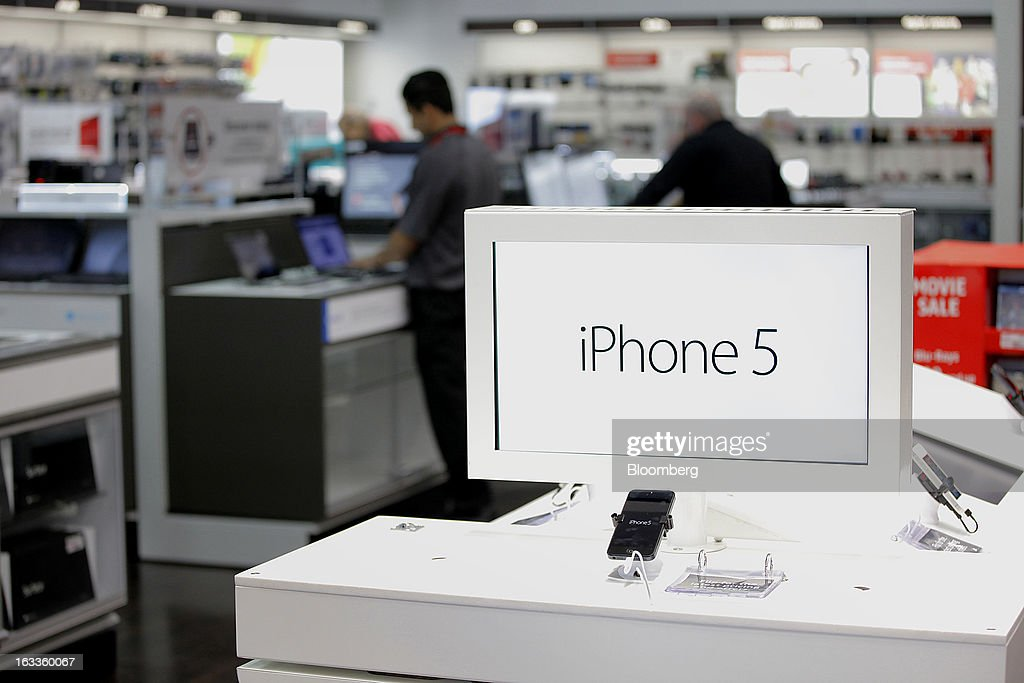 An Apple Inc. iPhone 5 display is seen at a Future Shop store in Vancouver, British Columbia, Canada, on Thursday, March 7, 2013. Future Shop, Canada's largest consumer electronics retailer, offers home and entertainment products, including televisions, computers, cameras, MP3 players, video games, computer add-ons, software, and audo and video systems. Photographer: Deddeda White/Bloomberg via Getty Images