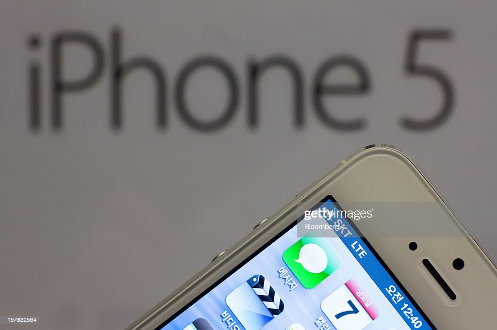 An Apple Inc. iPhone 5 is arranged for a photograph during a launch event organized by SK Telecom Co. in Seoul, South Korea, on Friday, Dec. 7, 2012. The iPhone 5 went on sale in South Korea today. Photographer: SeongJoon Cho/Bloomberg via Getty Images