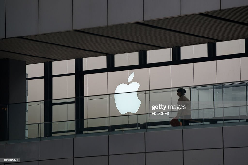 An Apple logo is displayed at a shopping mall in Beijing on March 29, 2013. Apple is to face 'strengthened supervision' from China's consumer watchdogs, state media reported, as the US computer giant is hit by a barrage of negative publicity in the country. AFP PHOTO / Ed Jones