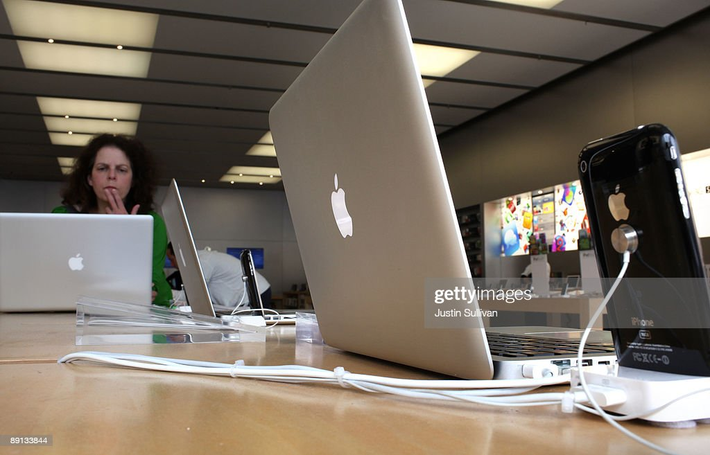 An Apple Store customer inspects a MacBook Pro laptop computer July 21 2009 in San Francisco California Apple Inc reported a better than expected...
