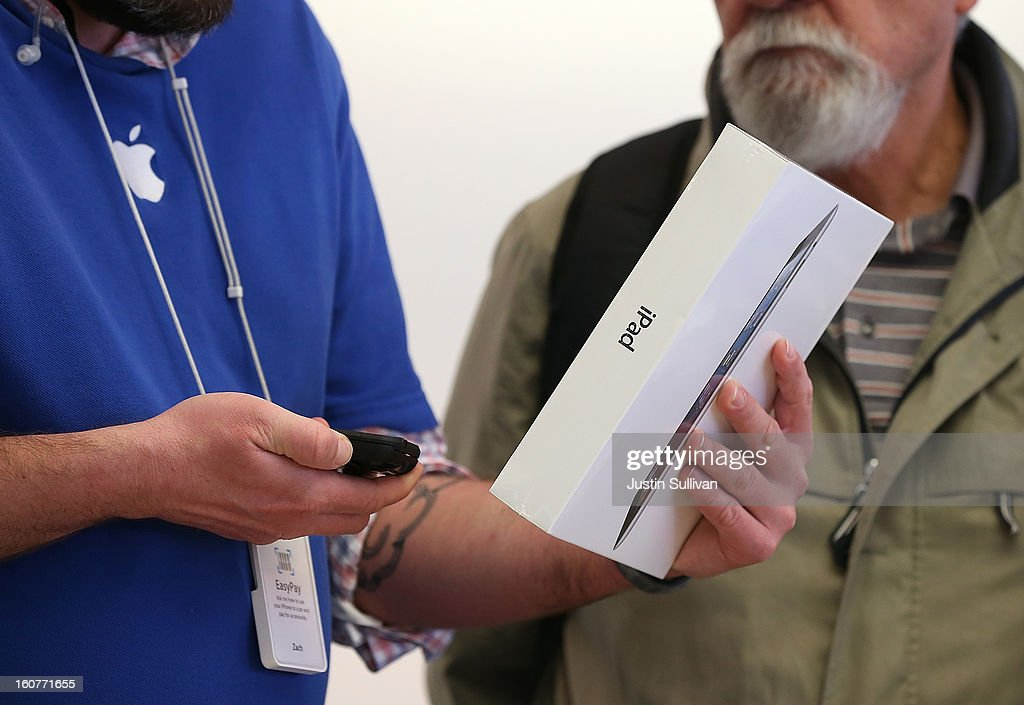 An Apple Store worker helps a customer with the purchase of an Apple iPad at an Apple Store on February 5, 2013 in San Francisco, California. The new 128GB Apple iPad 4 went on sale today across the nation with a price tag of $799 for the wi-fi only model. LTE 4G and 3G models are selling for $929.