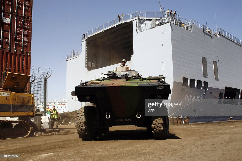An armoured vehicule, part of the French military operation Serval in Mali, leaves the French military ship and helicopter carrier 'Le Dixmude' on January 28, 2013 in Dakar harbour. French paratroopers swooped in to try to block fleeing hardliners as ground troops coming from the south seized the airport in the ancient city which has been one of the bastions of the extremists controlling the north for 10 months. AFP PHOTO / Mamadou Toure BEHAN