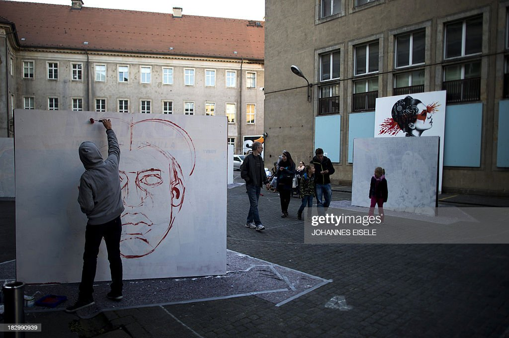 CAPTION An artist performs a live painting at the Stroke Art Fair in Berlin on October 3, 2013.