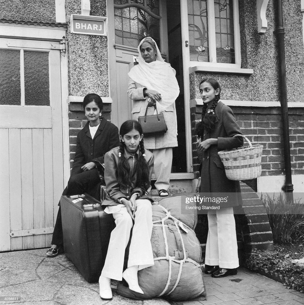 An Asian family arrive at their new house 'Bharj' in London.