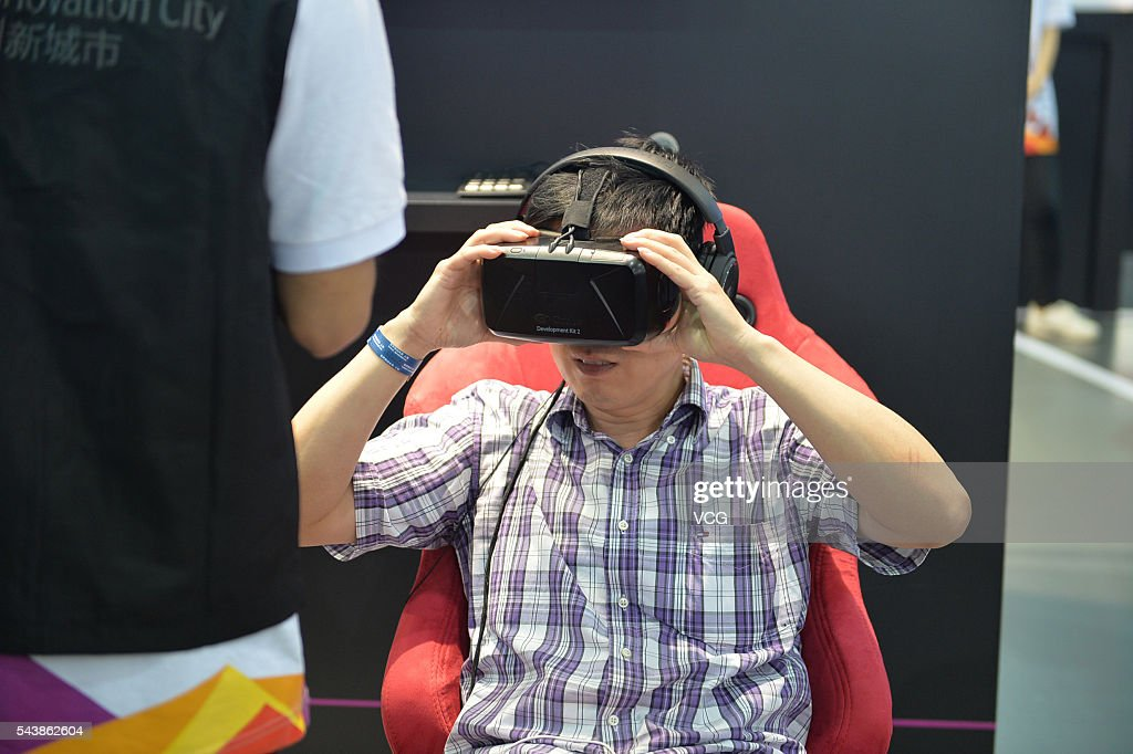 An attendee tries a virtual reality (VR) game during the Mobile World Congress Shanghai at Shanghai New International Expo Centre on June 30, 2016 in Shanghai, China. The Mobile World Congress Shanghai 2016 opens from June 29 to July 1.