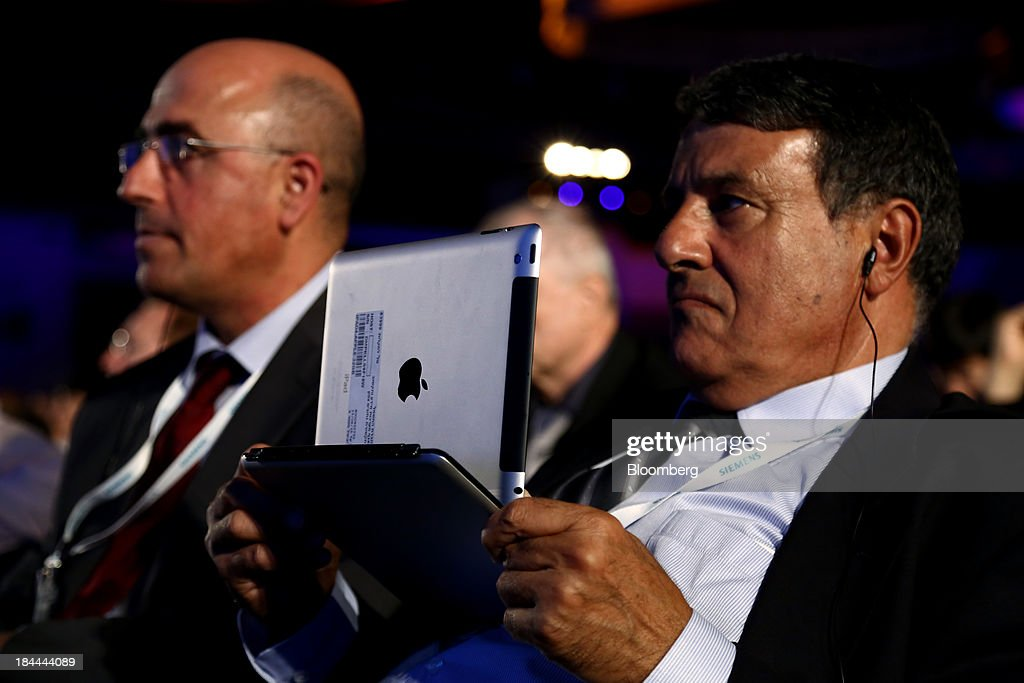 An attendee uses an Apple Inc. iPad tablet during the 22nd World Energy Congress (WEC) in Daegu, South Korea, on Monday, Oct. 14, 2013. The WEC, a global conference on the energy market, will run until Oct. 17. Photographer: SeongJoon Cho/Bloomberg via Getty Images