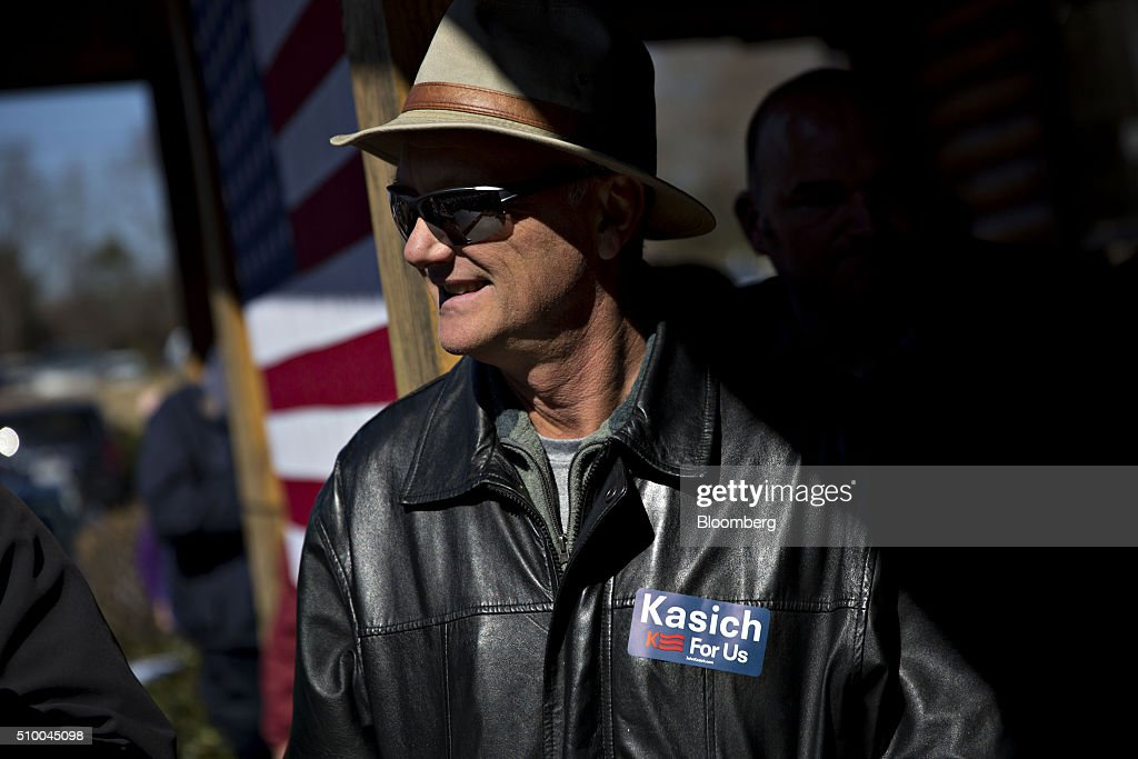 An attendee wears a John Kasich, governor of Ohio and 2016 Republican presidential candidate, not pictured, campaign sticker during a rally outside Mutt's BBQ in Mauldin, South Carolina, U.S., on Saturday, Feb. 13, 2016. Kasich and fellow establishment candidates, Marco Rubio and Jeb Bush, are determined to make a stand in South Carolina in order to convince donors and supporters that they have a legitimate shot at winning the nomination. Photographer: Daniel Acker/Bloomberg via Getty Images