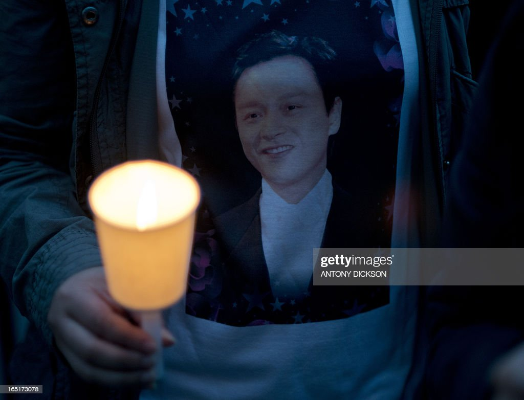 An attendee wears a shirt with a photograph of the late Leslie Cheung Kwok-wing, opposite to the Mandarin Oriental Hotel, during a candle light remembrance service on the 10th anniversary of his death, in Hong Kong on April 1, 2013. Cheung, a renowned singer and actor, threw himself to his death on April 1, 2003 from the hotel. AFP PHOTO / Antony DICKSON